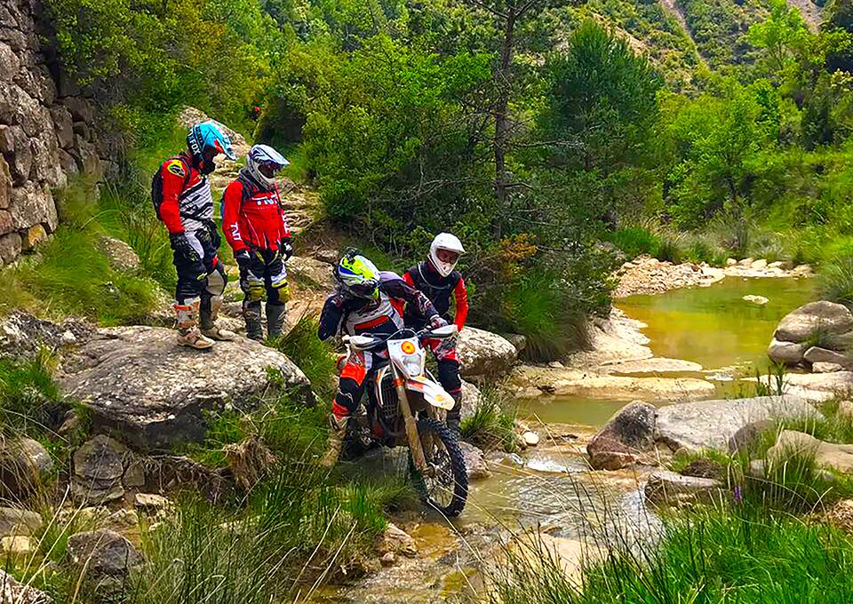 Viaje en moto trail o enduro TRANSPIRENAICA